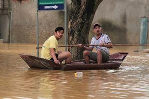 Nhiều nơi ở Quảng Nam bị nước lũ chia cắt