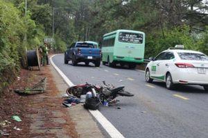 Tai nạn giao thông mới nhất hôm nay 11/11: Xe máy tông vào xe buýt, một người tử vong