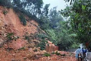 Hoàn lưu bão 12 khiến nhiều khu vực tại Quảng Nam bị ngập sâu, sạt lở