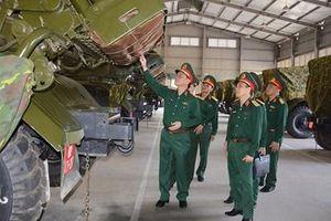Trung tướng Ngô Minh Tiến kiểm tra tại Lữ đoàn 204