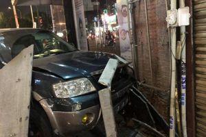 Thêm clip khoảnh khắc ô tô húc văng loạt xe máy, 4 người bị thương ở TP.HCM
