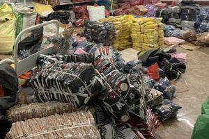 Phát hiện kho thời trang 'hàng hiệu' Nike, Adidas, Chanel khổng lồ ở Quảng Ninh