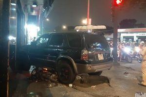 Vụ ô tô đâm 4 người nằm gục giữa phố: Tài xế đạp nhầm chân ga