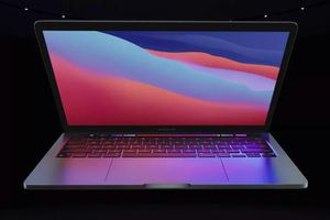 MacBook Pro 13 inch dùng chip M1 có giá từ 1.300 USD