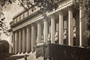 Hình ảnh ĐH Harvard ngày nay và 88 năm trước