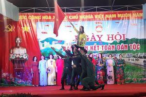 Phó Chủ tịch UBND TP Lê Hồng Sơn dự Ngày hội Đại đoàn kết tại Quốc Oai