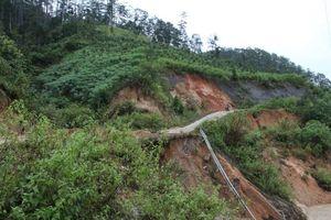 Huyện Đăk Glei, Kon Tum: Hơn 1.000 hộ dân khốn đốn vì đường 'hở hàm ếch'