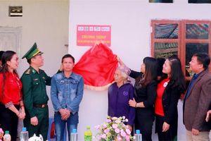 Bàn giao nhà 'Mái ấm nhân đạo cho người nghèo vùng biên'
