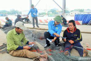Hậu cần nghề cá - điểm tựa giúp ngư dân vươn khơi bám biển