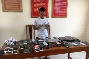 Bắt đối tượng cạy cửa trộm 80 chiếc điện thoại tại cửa hàng