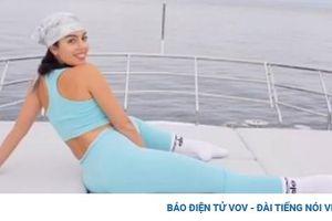 Bạn gái C.Ronaldo nóng bỏng tập yoga trên du thuyền