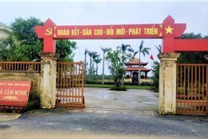 Cán bộ xã ở Hà Tĩnh đánh bài ăn tiền
