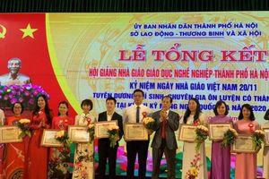 Hà Nội tôn vinh, trao giải cho 160 nhà giáo 'nghệ sĩ tâm hồn'