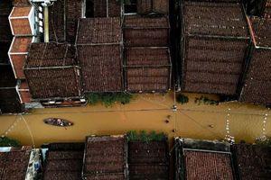 Phố cổ Hội An lại bị nước lũ nhấn chìm