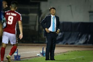 HLV Chung Hae Seong rời CLB TP.HCM: Mâu thuẫn nội bộ hay tụt lùi thành tích?