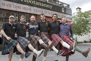 2021: Giải Euro có đàn ông mặc váy 'quẩy' thật vui
