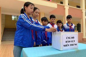 Phú Thọ: Ngành GD&ĐT Cẩm Khê quyên góp ủng hộ đồng bào miền Trung