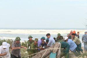 TT Huế: Huy động hơn 200 cán bộ, chiến sĩ khắc phục sạt lở, xâm thực bờ biển