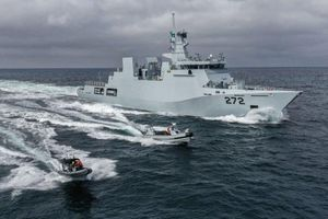 Hải quân Pakistan đưa vào biên chế tàu hộ tống lớp Yarmook thứ hai và cuối cùng