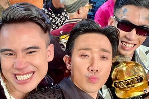 Trấn Thành khoe ảnh selfie cực hot bên cả Quán quân - Á quân Rap Việt, đôi mắt của GDucky sau khi 'hụt' giải gây chú ý