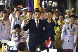 Người biểu tình Thái Lan quay lưng lại với đoàn xe hoàng gia