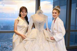 Vì sao váy cưới của Trang Phạm có giá 28 tỷ đồng?