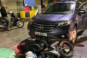 Thai phụ sắp sinh bị ôtô hất văng