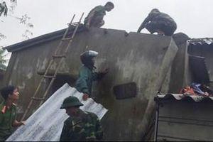 Bộ CHQS tỉnh Thừa Thiên - Huế khẩn trương giúp dân khắc phục bão số 13