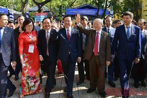 Tổng Bí thư, Chủ tịch nước Nguyễn Phú Trọng dự lễ kỷ niệm 70 năm ngày thành lập Trường THPT Nguyễn Gia Thiều
