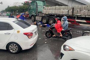 Va chạm với xe tải đầu kéo gần Trung tâm thương mại Aeon Long Biên, 2 người phụ nữ tử vong thương tâm