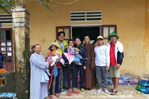 Quảng Nam : Đoàn Phật giáo trao quà người dân ở Bắc Trà My