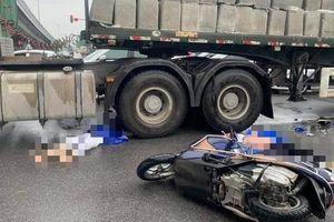 Hà Nội: Va chạm với xe đầu kéo, 2 người phụ nữ đi xe máy tử vong thương tâm giữa trời mưa lạnh