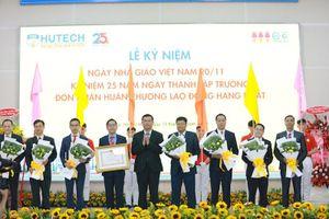 Trường ĐH Công nghệ TP. HCM nhận Huân chương Lao động hạng Nhất
