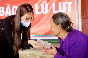 Ca sĩ Thủy Tiên đóng tài khoản ủng hộ miền Trung