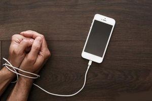 Bạn có bao giờ cảm thấy cô đơn khi dùng mạng xã hội?