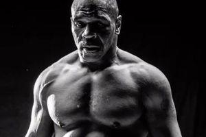 Mike Tyson khoe body đáng mơ ước ở tuổi 54, chỉ 2 tuần trước trận đại chiến với Roy Jones