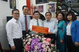 Chủ tịch TP.HCM thăm nguyên Hiệu trưởng ĐH Kinh tế, Bách Khoa