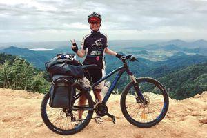 Nữ khách Tây đạp xe từ Hà Nội vào TP.HCM