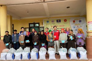 Trao 1.800 phần quà cho đồng bào vùng lũ 2 tỉnh Quảng Bình, Quảng Trị