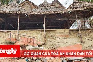 Dãy nhà hàng dọc bãi biển An Bàng bị sóng đánh tan tác