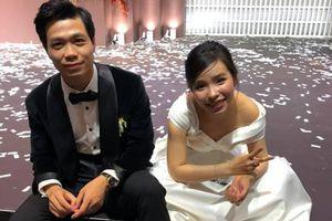 'Xả vai' cô dâu chú rể, Công Phượng - Viên Minh ngồi bệt dưới đất khiến fan thích thú