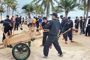 Cảnh sát Cơ động Đà Nẵng ra quân dọn vệ sinh dọc tuyến biển
