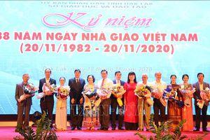 Tôn vinh các nhà giáo cống hiến vì sự nghiệp 'trồng người' trên cao nguyên Đắk Lắk