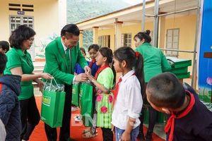 Tập đoàn Mai Linh mang hơi ấm đến trẻ em vùng cao