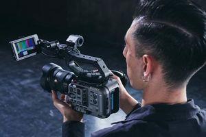 Sony ra mắt máy quay gọn nhẹ FX6 với cảm biến full-frame 4K, giá 141 triệu đồng
