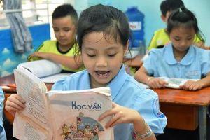 Cử tri TP.HCM: Bao giờ giáo viên sống được bằng lương?