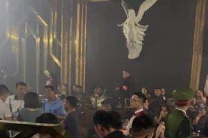 Hà Nội: Đột kích quán bar trên phố Cửa Nam, phát hiện 30 'dân chơi' dương tính với ma túy