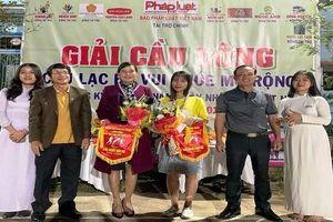 Văn phòng báo Pháp luật Việt Nam khu vực Bình Trị Thiên tổ chức giải cầu lông nhân kỷ niệm 38 năm ngày Nhà giáo Việt Nam
