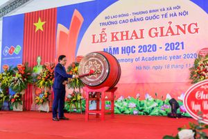 Thầy trò trường Cao đẳng quốc tế Hà Nội cùng cam kết thực hiện nhiệm vụ năm học