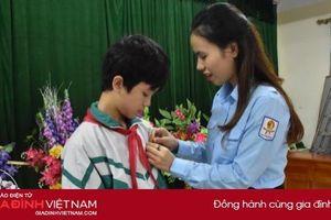 Trao tặng Huy hiệu 'Tuổi trẻ dũng cảm'cho nam sinh cứu bạn khỏi đuối nước